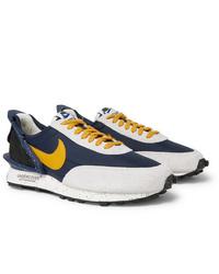 Baskets basses blanc et bleu marine Nike