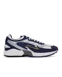 Baskets basses en cuir blanc et bleu marine Nike