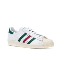Baskets basses en cuir blanc et vert adidas