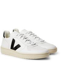 Baskets basses en cuir blanches et noires Veja