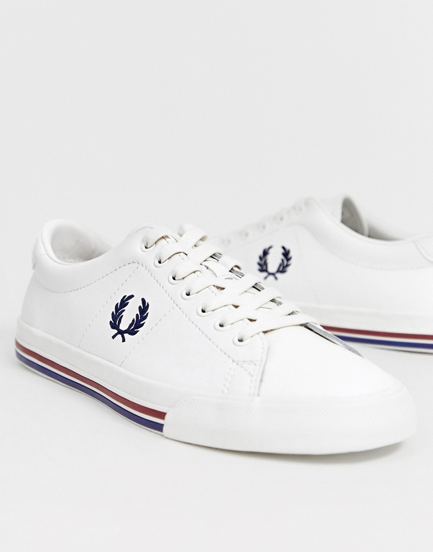 Baskets basses en cuir blanches Fred Perry