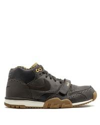 Baskets basses en cuir marron foncé Nike