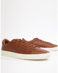 Baskets basses en cuir marron Fred Perry