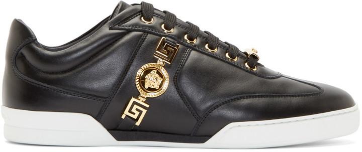f17d9e195eb0a ... Baskets basses en cuir noires Versace ...
