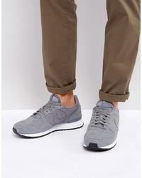 Baskets basses en daim grises Nike