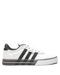 Baskets basses en toile blanches et noires adidas