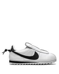 Baskets basses en toile blanches et noires Nike