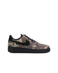Baskets basses en toile camouflage noires Nike
