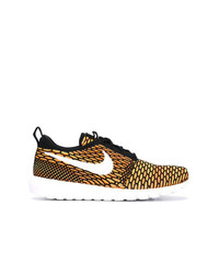 Baskets basses en toile moutarde Nike