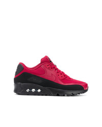 Baskets basses rouge et noir Nike