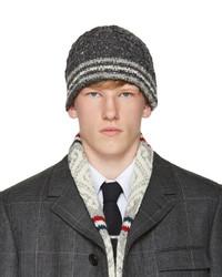 Bonnet en tricot gris foncé