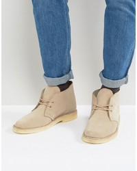 Bottines chukka en daim beiges Clarks Originals