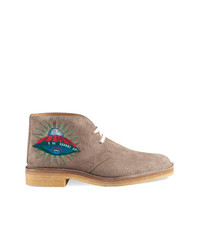 Bottines chukka en daim marron clair Gucci