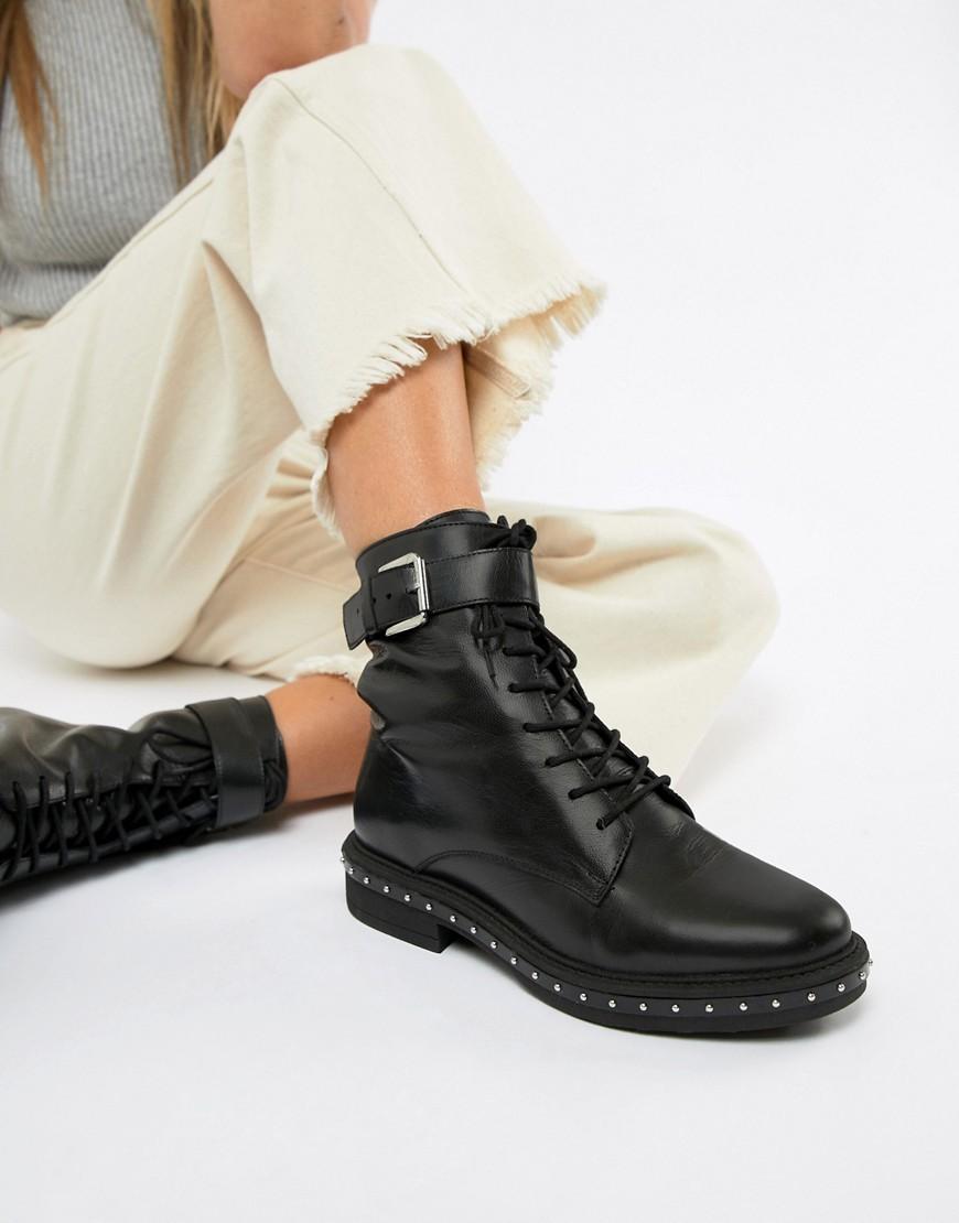 la clientèle d'abord Chaussures de skate meilleur en ligne Bottines plates à lacets en cuir à clous noires ASOS DESIGN