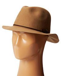 Chapeau à rayures horizontales