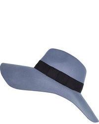 Chapeau bleu clair