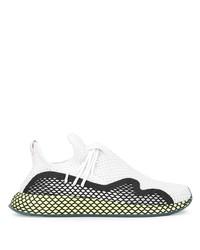 Chaussures de sport blanches et noires adidas