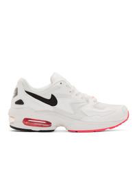 Chaussures de sport blanches et noires Nike