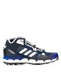 Chaussures de sport bleu marine et blanc Adidas By White Mountaineering