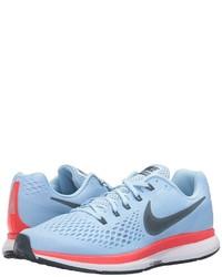 Chaussures de sport bleues claires