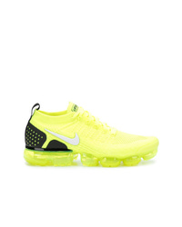 Chaussures de sport chartreuses Nike