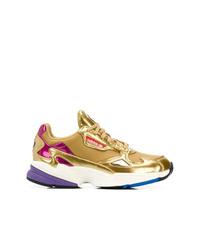 Chaussures de sport dorées adidas