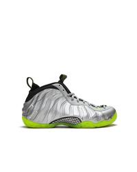 Chaussures de sport en cuir argentées Nike