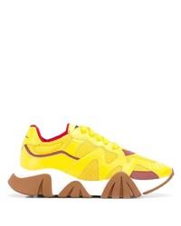 Chaussures de sport en cuir jaunes Versace