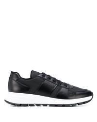 Chaussures de sport en cuir noires Prada