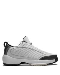 Chaussures de sport en daim grises Jordan