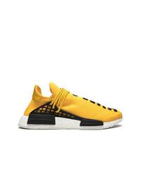 Chaussures de sport jaunes Adidas By Pharrell Williams