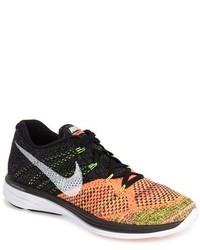 Chaussures de sport noir et orange