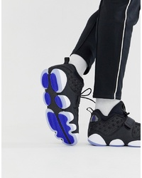 Chaussures de sport noires et blanches Jordan