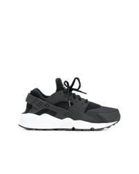 Chaussures de sport noires et blanches Nike