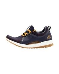Chaussures de sport pourpres foncées adidas