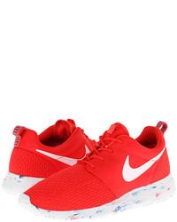 Chaussures de sport rouge et blanc