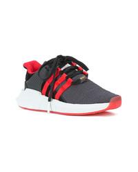Chaussures de sport rouge et noir