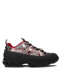 Chaussures de sport rouge et noir Burberry