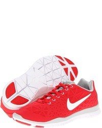 Chaussures de sport rouges