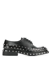 Chaussures derby en cuir à clous noires Prada