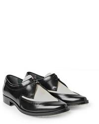 Chaussures derby en cuir noires et blanches
