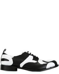 Chaussures derby en cuir noires et blanches Comme des Garcons