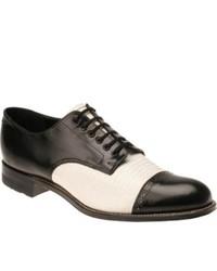 Chaussures derby noires et blanches