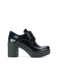 Chaussures richelieu en cuir épaisses noires Prada
