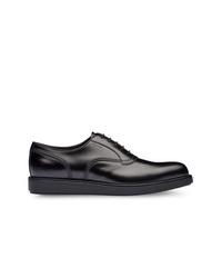 Chaussures richelieu en cuir noires Prada
