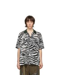 Chemise à manches courtes imprimée noire et blanche Sacai