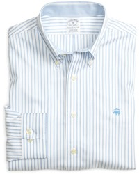 Chemise à manches longues à rayures verticales bleue claire