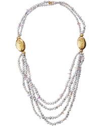 Collier de perles gris
