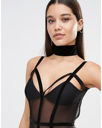 Collier ras de cou en velours noir Missguided