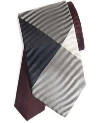 Cravate à carreaux bordeaux